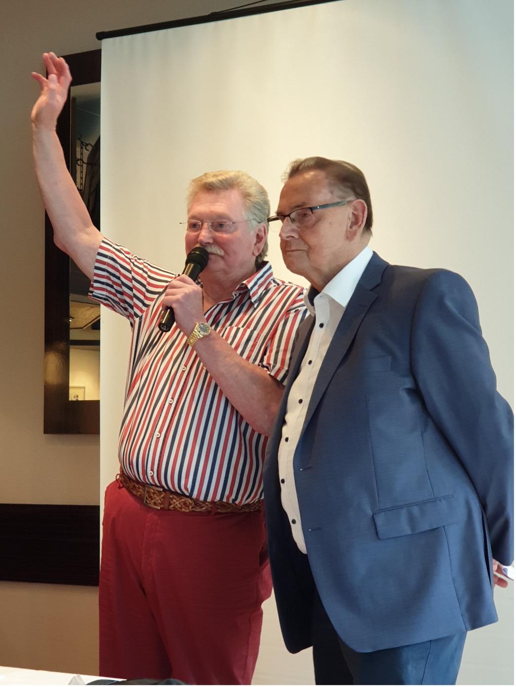 Jürgen Wesemann ( links) und der neue Ehrenvorsitzender Eckehard Haase (rechts)